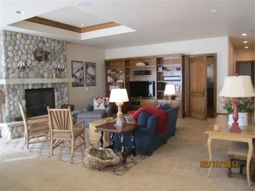 Living area with stone fireplace and flat screen TV - Suite 11 in Vail Village - Vail - rentals
