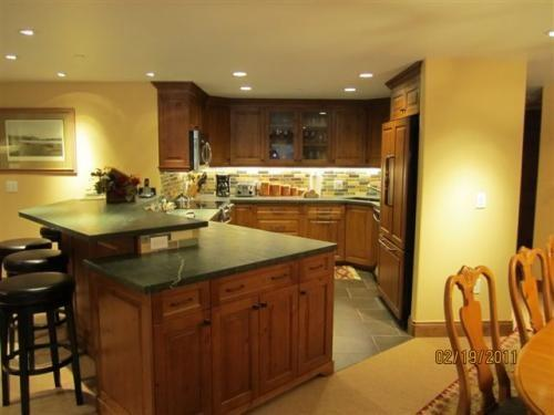 Gourmet Kitchen with breakfast bar and custom wood cabinets - Suite 9 in Vail Village - Vail - rentals