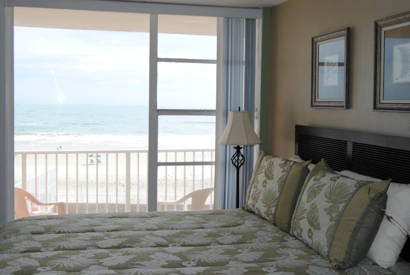 Beautiful Ocean View From The Bed - DIRECT Ocean Front on Daytona Beach..sleeps 4. Awesome views. Beautiful condo - Daytona Beach - rentals