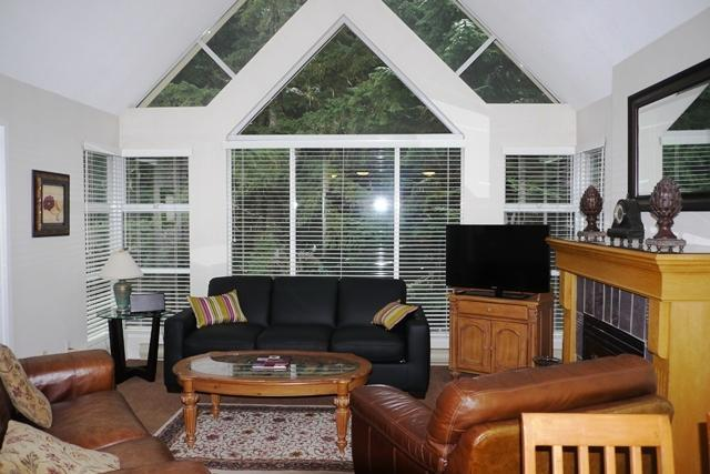 Bright and airy air-conditioned living room with vaulted ceilings - Martin and Sue Wafforn - Whistler - rentals