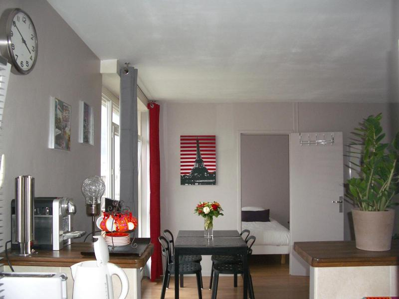 Cozy, Fully Equipped Paris Apartment - Image 1 - Paris - rentals