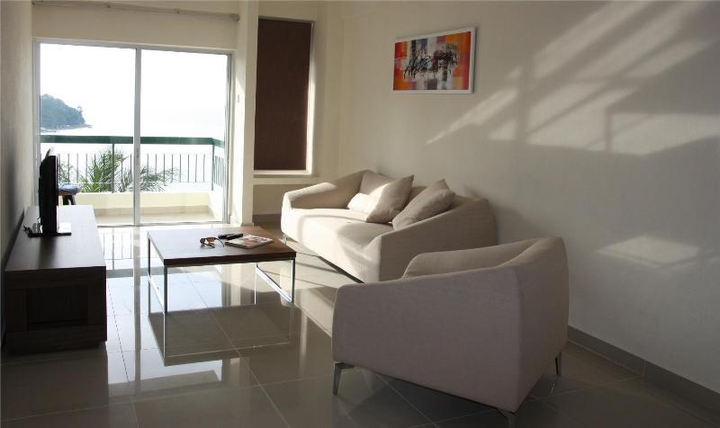 Living room with private balcony - Jasmine Holiday Home - Seaview - Batu Ferringhi - rentals