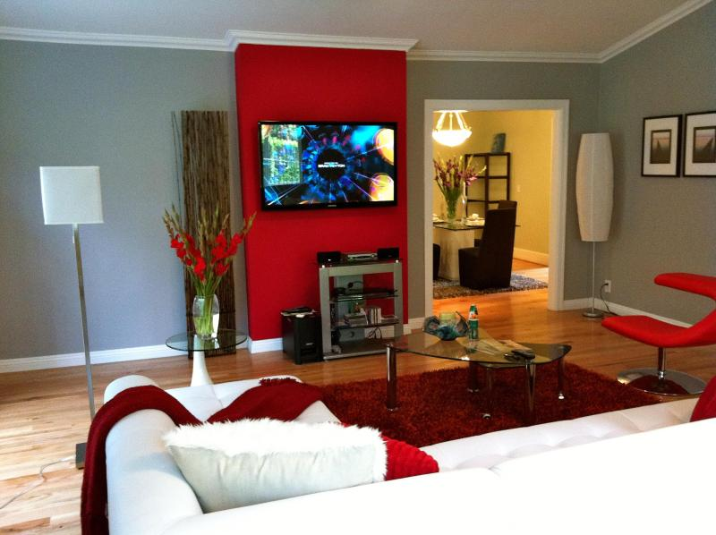 Spacious living room w. 52