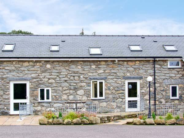 TEGID COTTAGE, en-suite, pet friendly, mountain views, near Bala Ref 20309 - Image 1 - Bala - rentals
