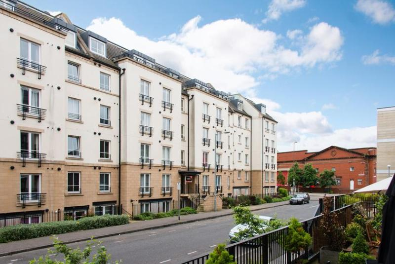 Hopetoun Street - Hopetoun Village Apartment - free parking and wifi - Edinburgh - rentals