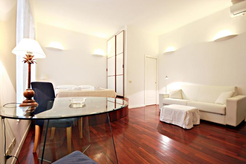 living room  - B/T VATICAN AND COLISEUM WIFI STYLISH APT - Rome - rentals