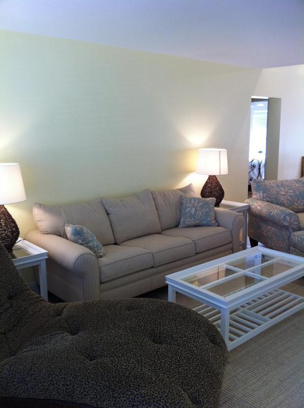 living room/sofa sleeper - Cocoa Bch 3/2 Pool House. Sleeps 7-10 Beach & Pier - Cocoa Beach - rentals