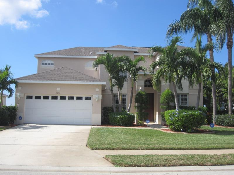 Front image of our home - Luxury Lakeside Florida Escape turn key experience - Bradenton - rentals