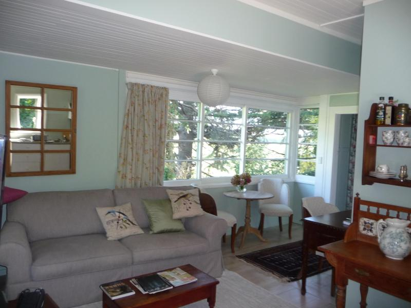 sitting room - 2 bedroom Top Cottage 5 mins from Havelock  Nth - Havelock North - rentals