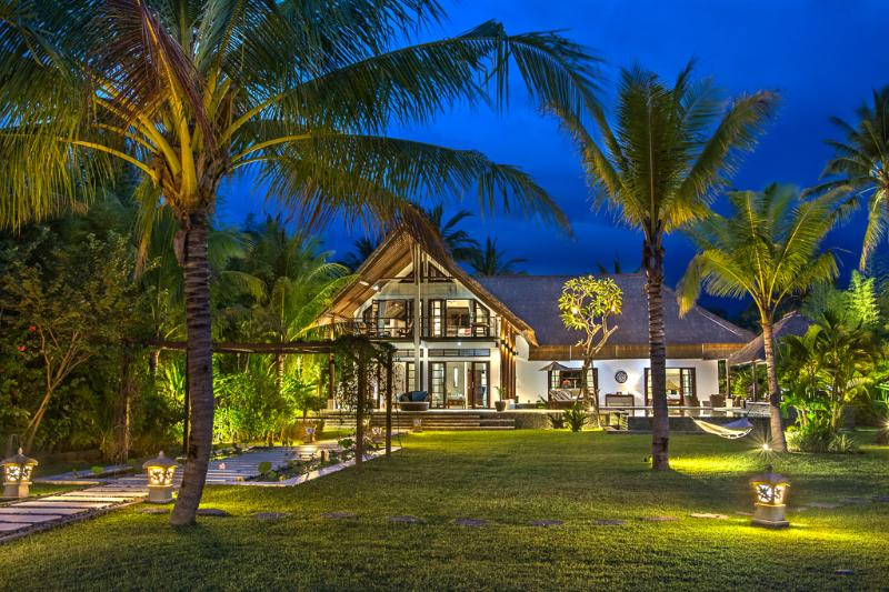Luxury Bali Beach Villa with 4 bedrooms and staff - Image 1 - Seririt - rentals