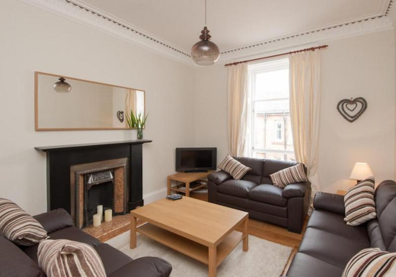 Spacious living room with ample seating for all guests - Ardmillan Apartment 4 Bed - Edinburgh - rentals