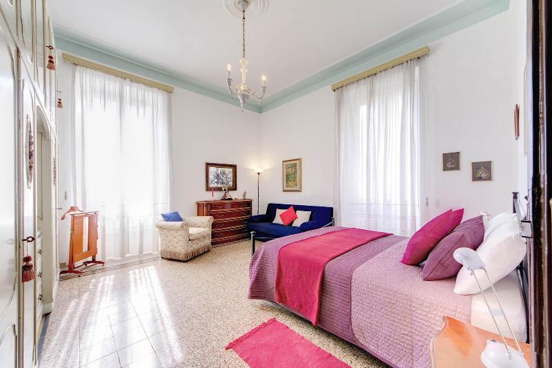 Master Bedroom - Coliseum apartment - Rome - rentals