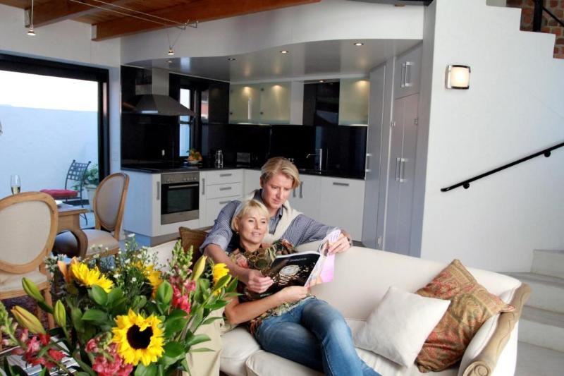 Relax in the living area - CHEZ MAX Franschhoek, luxury lifestyle - Franschhoek - rentals