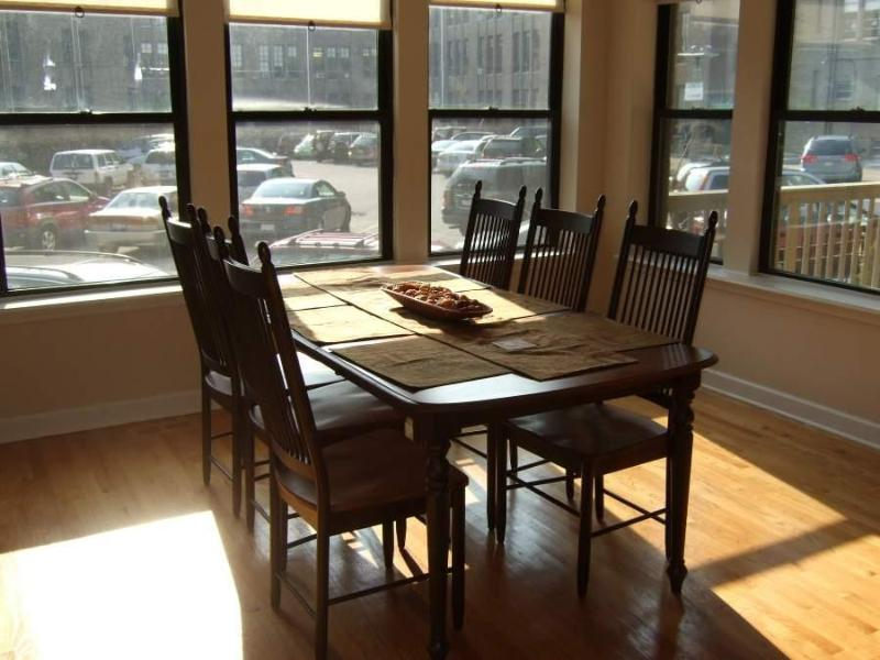 Dining Room - 3BR/2BA Lux Condo, 1/2 Block Frm Lakeshore Drive 5 Minutes from downtown - Chicago - rentals