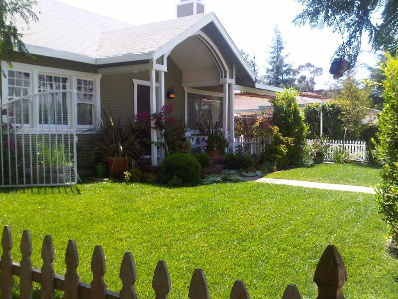 front view of main house - Charming Craftman Home in near Universal Studios - Los Angeles - rentals