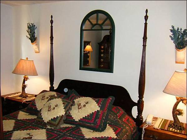 Bedroom Includes a Queen Bed - Cozy & Charming Condo - Great for a Romantic Getaway (1230) - Crested Butte - rentals