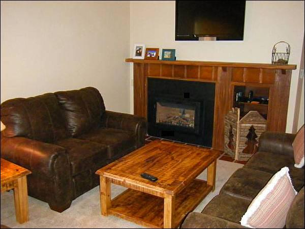 Living Room Boasts a Gas Fireplace and Flat-Screen TV - Spacious Floor Plan - Fantastic Year-Round Retreat (1317) - Crested Butte - rentals
