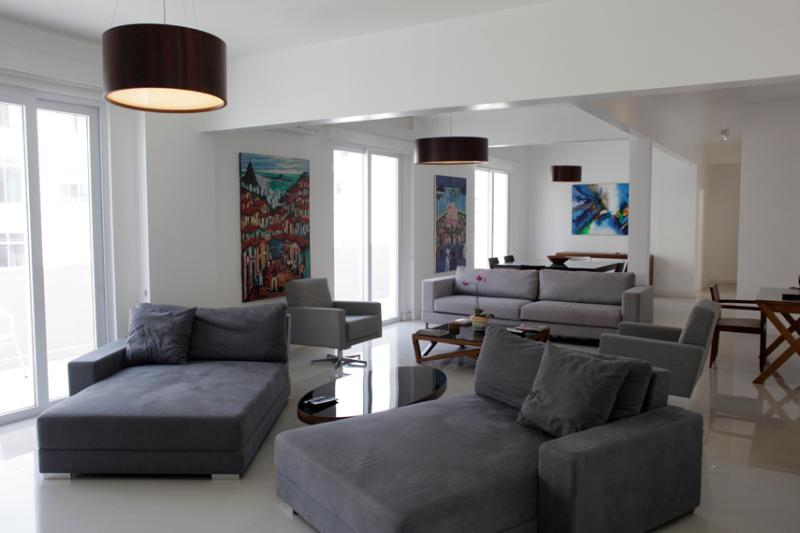 Triple living room from the Tv side - COPACABANA VIEW 2300sqf 3BED/3BATH 8 Guests w/MAID - Rio de Janeiro - rentals