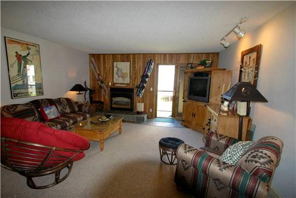 Beautifully Furnished Living Room - Scenic Lodging - Beautiful Rustic Furniture (7010) - Keystone - rentals