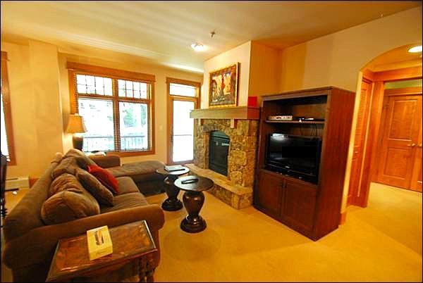 Living Room with Gorgeous Forest Views - Upscale Colorado Living - Spectacular Natural Surroundings (7035) - Keystone - rentals