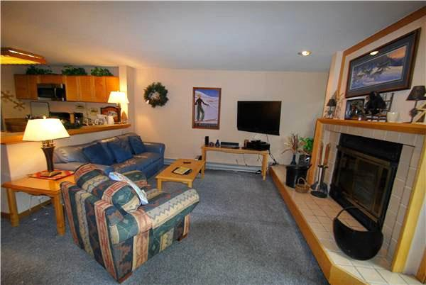Living Room with Flat Screen TV and Wood Fireplace - Budget Friendly Lodging - Access to Indoor Pool and Hot Tub (7037) - Keystone - rentals