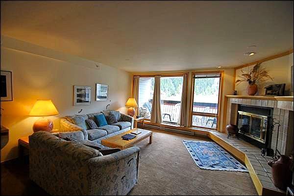 Living Room with Fireplace - Spacious Single Level Layout - Ski Resort Views (7040) - Keystone - rentals