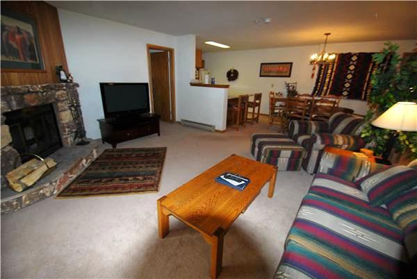 Living Room with Native American Inspired Decor - Great Location - Family-Friendly Accommodations (7051) - Keystone - rentals