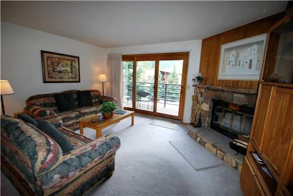 Living Room with Fireplace - Ski Area Views - Spacious Layout (7057) - Keystone - rentals