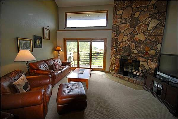 Spectacular Fireplace in the Living Room - Enjoy Modern Mountain Living - Great Amenities for a Family Reunion or Group (7060) - Keystone - rentals