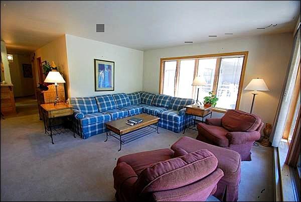 Sunny Living Room - Ski Resort Views - Spacious Condo (7068) - Keystone - rentals