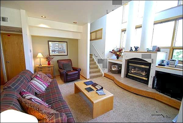 Spacious Living Room with Fireplace - Floor-to-Ceiling Windows - Private Deck with Stunning Mountain Views (7076) - Keystone - rentals