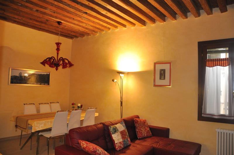 Living room with full equipped kitchen and double sofa bed - CA' DELLE MASCHERE (Rialto Bridge) - Venice - rentals