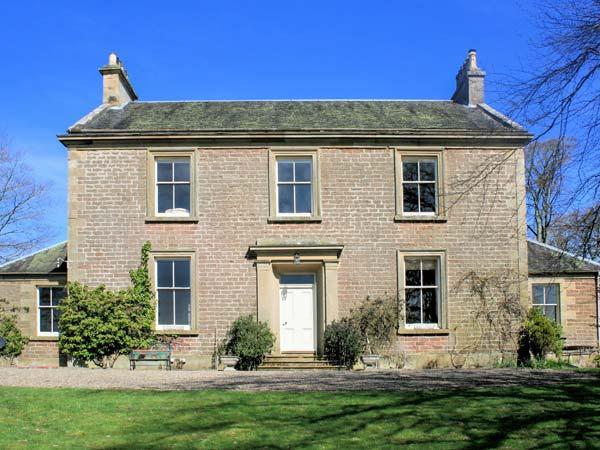 DUNEATON HOUSE, elegant pet friendly house, walled garden, open fires, Wiston near Biggar Ref 13840 - Image 1 - Biggar - rentals