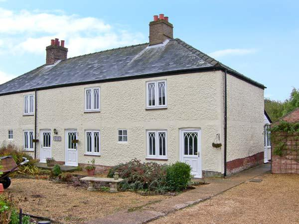 CROSSING ROW COTTAGE, family base, roll-top bath, enclosed garden, parking, near Downham Market, Ref 19549 - Image 1 - Downham Market - rentals