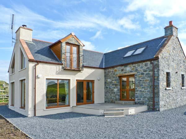 2 SOUTH MILTON COTTAGES, detached property, with sea views, woodburner, off road parking, garden, near Glenluce Ref 14724 - Image 1 - Glenluce - rentals