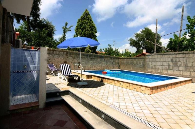 1 Bedroom villa with pool near Sorrento centre - Image 1 - Sorrento - rentals
