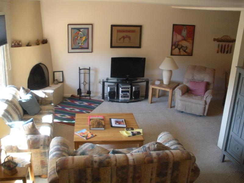 Beautiful Santa Fe 2-bedroom condo, walk to town - Image 1 - Santa Fe - rentals