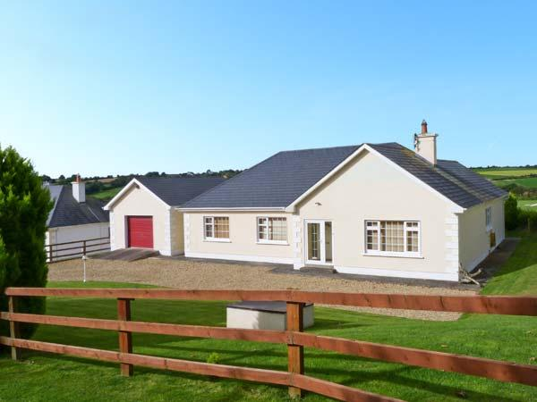 MEADOWS, all ground floor, multi-fuel stove, countryside views in Foulksmills, Ref 19344 - Image 1 - Foulksmills - rentals
