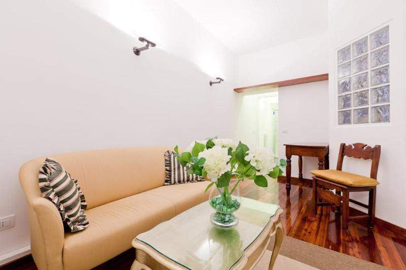 Montenapoleone apartment, sleeps 4 - Image 1 - Milan - rentals