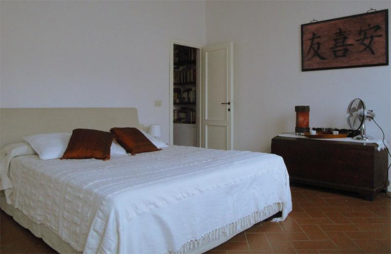 Nice 1 Bedroom Apartment with Hillside View - Image 1 - Florence - rentals