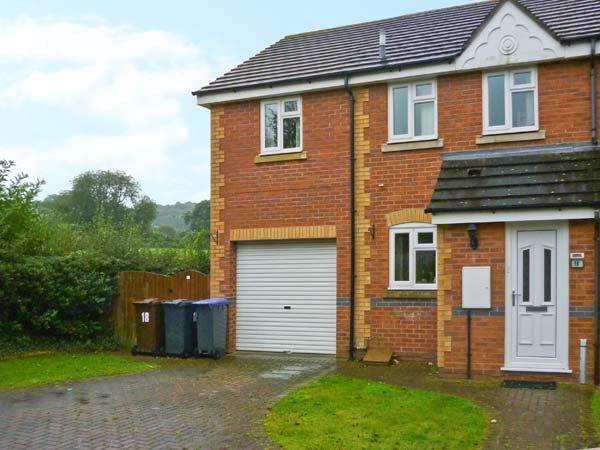 18 MILLERS VIEW, cosy cottage, close amenities, near Alton Towers and National Park, in Cheadle Ref 16881 - Image 1 - Cheadle - rentals