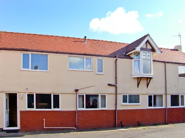 ROBETH, detached pet-friendly house, close beach, Rhos-on-Sea Ref 19368 - Image 1 - Rhos-on-Sea - rentals