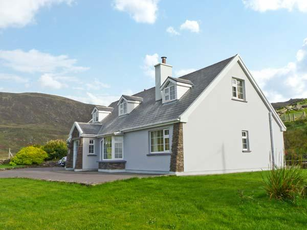 CARRAIG OISIN, detached cottage, open fire, off road parking, garden, in Waterville, Ref 20190 - Image 1 - Waterville - rentals