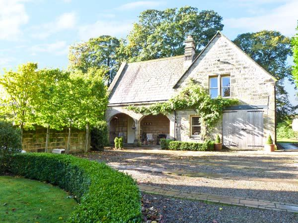 THE COACH HOUSE, open fire, off road parking, gardens, in Otley, Ref 6299 - Image 1 - Otley - rentals