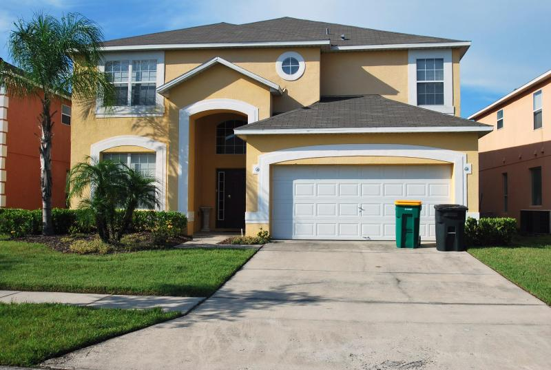 Front View - Newly Renovated, Forest View, 7 Bedroom Home and only 10 minutes to Disney - Kissimmee - rentals