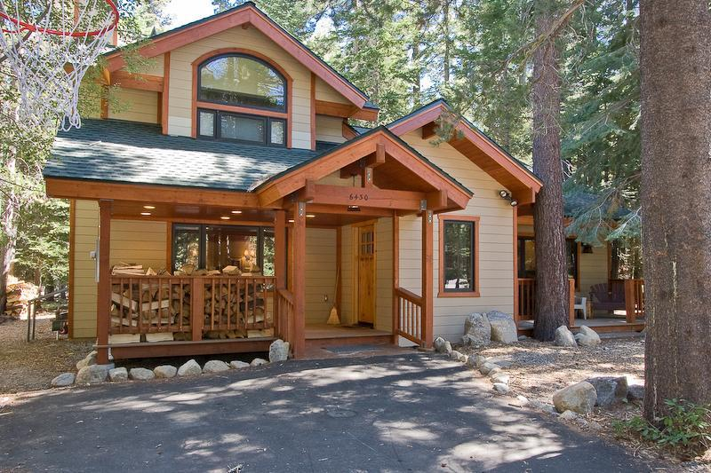 Chamberlands Vie Au Lac Outside of Home - Chamberlands Tahoe Home-Walk to Beach-Pool-Pets550 - Tahoe Vista - rentals