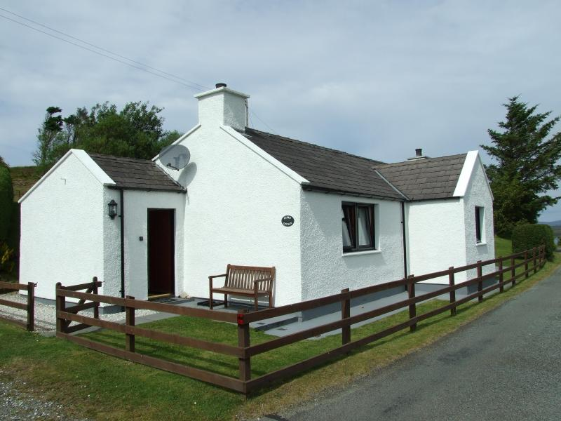 Harris Cottage - Luxury Harris Cottage, Isle of Skye, Scotland - Carbost - rentals