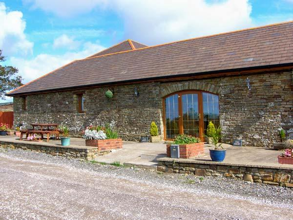 THE DAIRY, single-storey cottage, open plan living area, country views, near Llanmorlais Ref 19775 - Image 1 - Llanmorlais - rentals