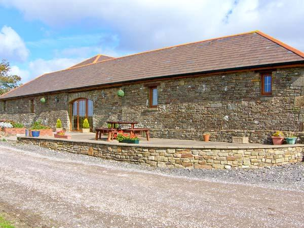 THE STALL, single-storey cottage, open plan living area, country views, near Llanmorlais, Ref 20414 - Image 1 - Llanmorlais - rentals