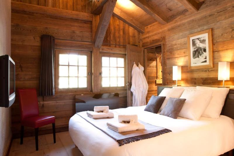 Beautiful double bedrooms with en-suites - fluffy pillows & robes & crisp sheets - Marmotte Mountain Azimuth - Argentiere, Chamonix - Chamonix - rentals